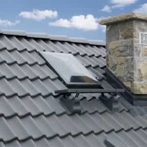 FAKRO WSS – Wyłaz dachowy ze standardowym kołnierzem do pokryć płaskich